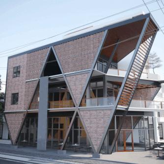 Nhà khung thép làm quán cafe nghiêng tại Quảng Ninh